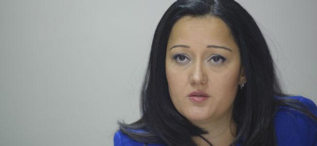 Лиляна Павлова: Служебният министър компрометира и програмата за саниране