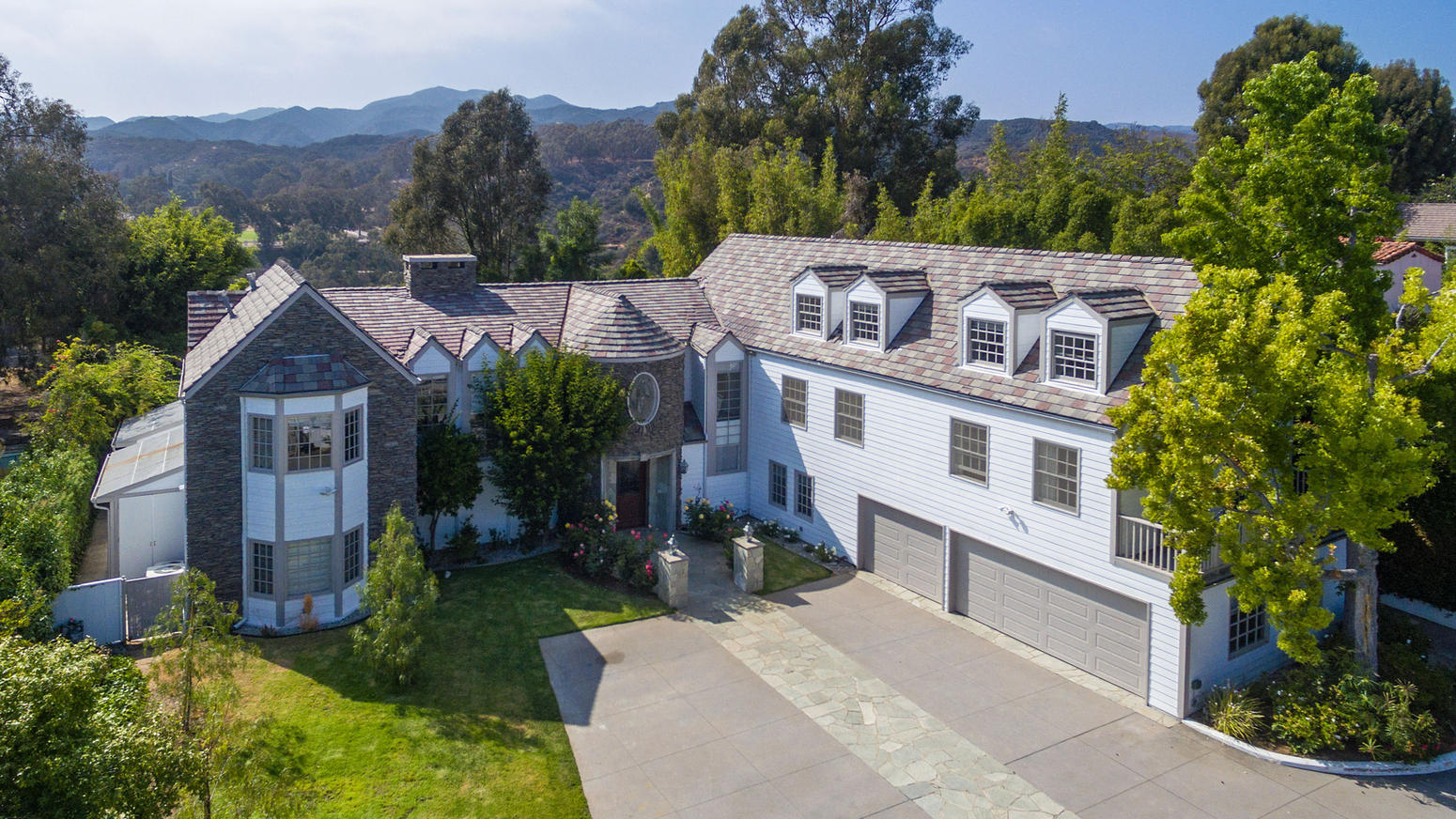tom-hanks-pacific-palisades-house-018
