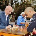 Кметът на Хасково игра шах с инвалиди, президентът на Локо Пд връчи купите и медалите
