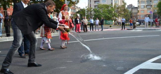 Откриха новопостроеното кръгово кръстовище в Благоевград