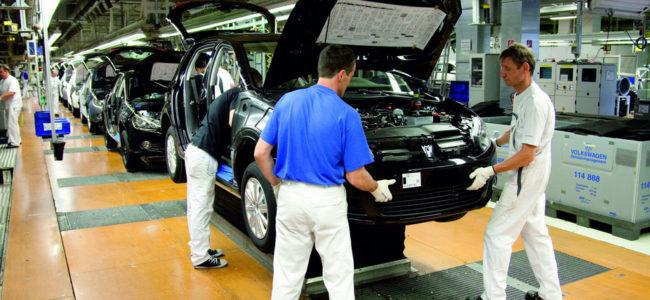 Производители на коли обмислят преместване в Източна Европа заради Брекзит