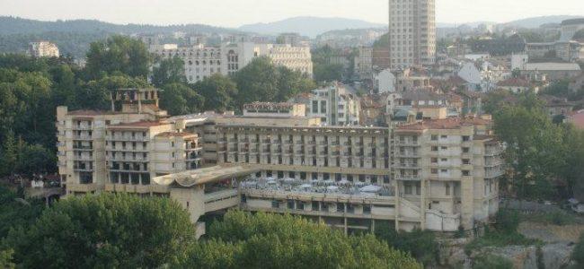 41 хотела са пуснати на търг заради дългове