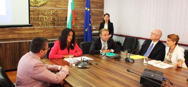 Лиляна Павлова: Започваме да строим втория язовир за питейни нужди