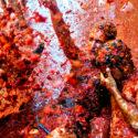 В испански град се биха с домати по традиция