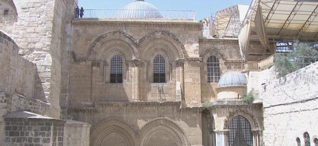 """Археолози надникнаха в """"гроба"""" на Исус Христос в Йерусалим"""