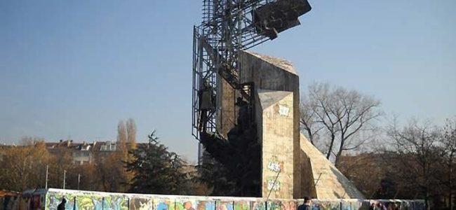 """Започва разрушаването на паметника """"1300 години България"""" пред НДК"""