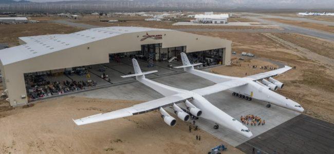 Най-големият самолет в света бе показан в САЩ