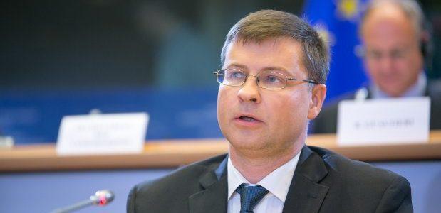 Еврокомисарят Домбровскис смята, че България върви към еврозоната