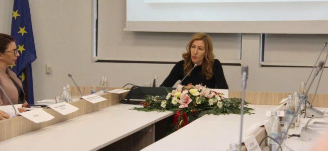 Николина Ангелкова е против махането на преместваемите обекти в курортите