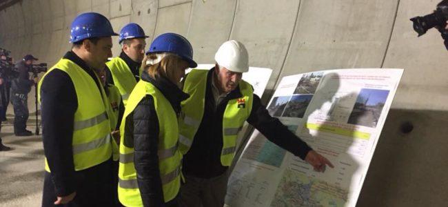 Кметът Фандъкова и транспортният министър се похвалиха с третия лъч на метрото