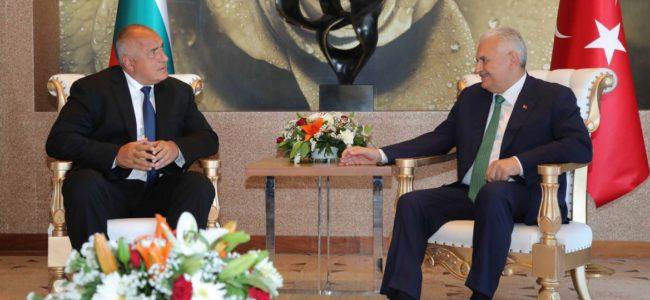 Премиерът: Работим активно през страната ни да преминава азерски природен газ