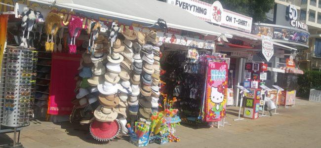 В Слънчев бряг – слаб сезон и пазарящи се за цените туристи