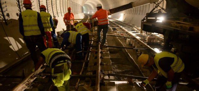 Бетонират релсите от третия лъч на метрото в София